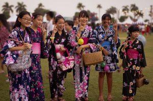 japanische Mädchen im Kimono - Sommerfest